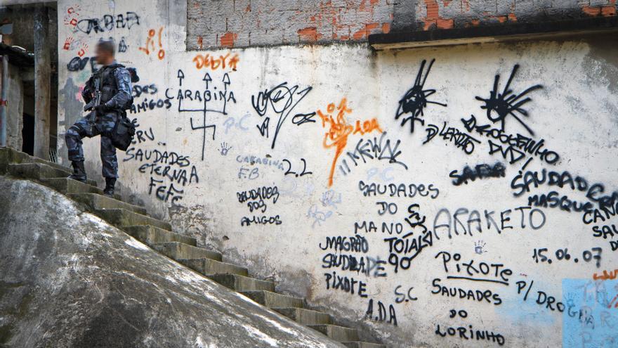Así Se Organizan Los Jóvenes De Una Peligrosa Favela De Río