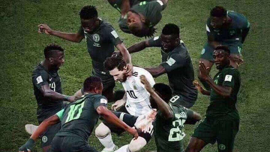 Meme de Messi rodeado (1)