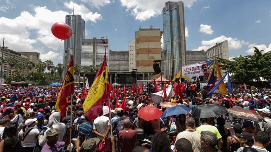 """El chavismo marcha en Caracas en favor de la paz y """"contra el terrorismo"""""""