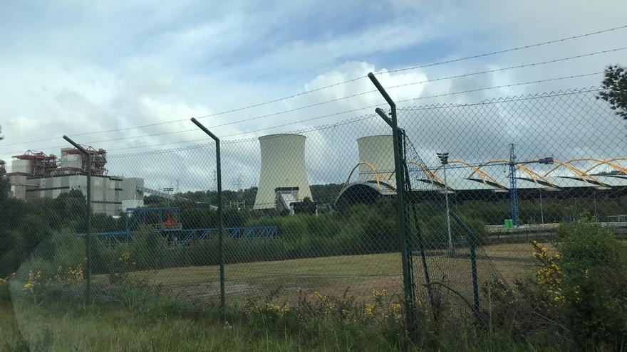 """Endesa precisa que mantendrá hasta finales de año las """"tareas"""" de las auxiliares de la central de As Pontes"""