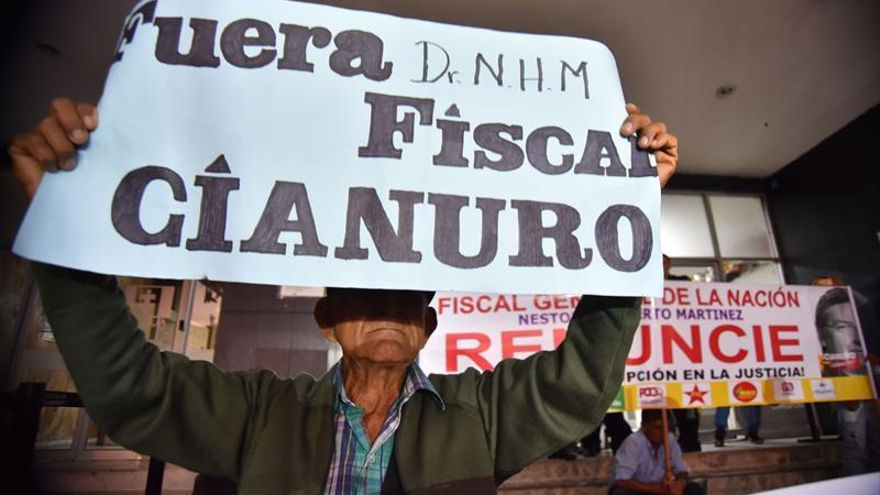 Miles de colombianos piden la renuncia del fiscal general por caso Odebrecht