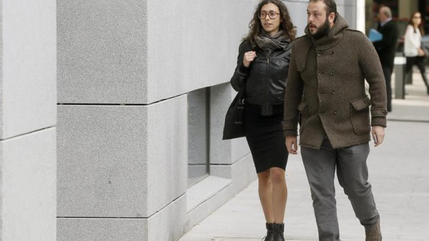 El juez propone juzgar a Guillermo Zapata por su tuit tras ordenarlo la Audiencia