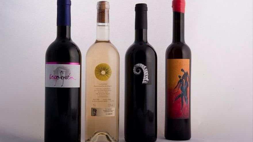 En la imagen, elegantes botellas de la bodega Tagalguén.