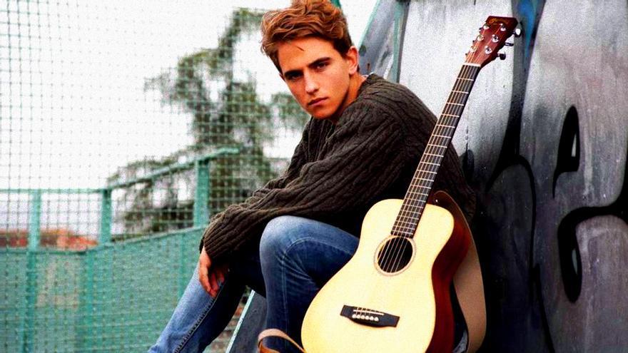 Manel Navarro en una de sus primeras fotos como cantante