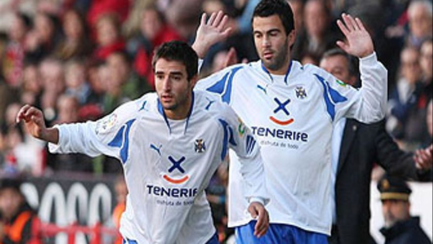 Bertrán y Martínez, capitanes del CD Tenerife. (ACFI PRESS)