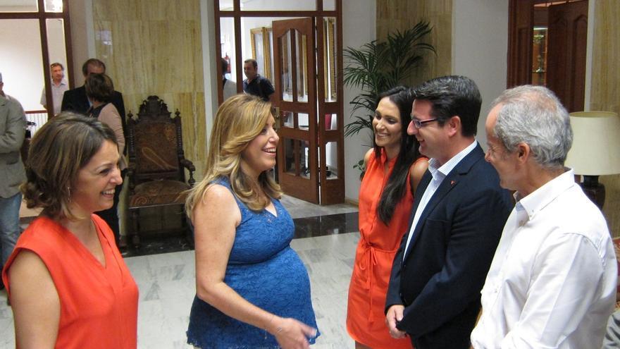 Susana Díaz anuncia que tendrá baja maternal, que compartirá con su marido, y que no serán solo unos días
