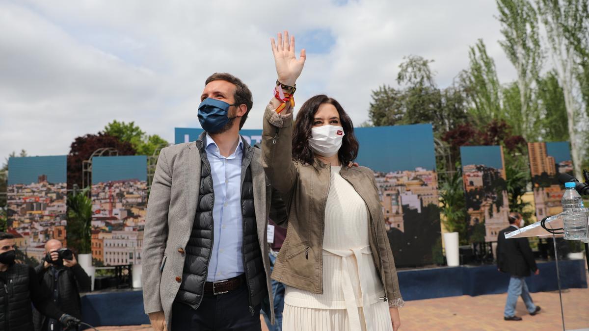 El presidente del PP, Pablo Casado, y la candidata del partido al 4M, Isabel Díaz Ayuso.
