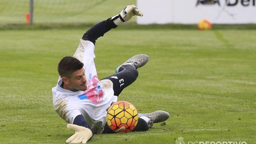 EL portero del Deportivo de La Coruña, Fabricio Agosto durante un entrenamiento. (Twitter oficial Deportivo de La Coruña).