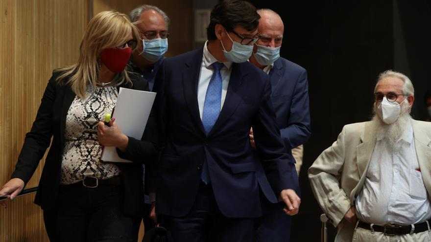 El ministro de Sanidad, Salvador Illa, momentos antes de su comparecencia en la Comisión de Sanidad del Congreso para informar de la evolución de la epidemia de coronavirus.