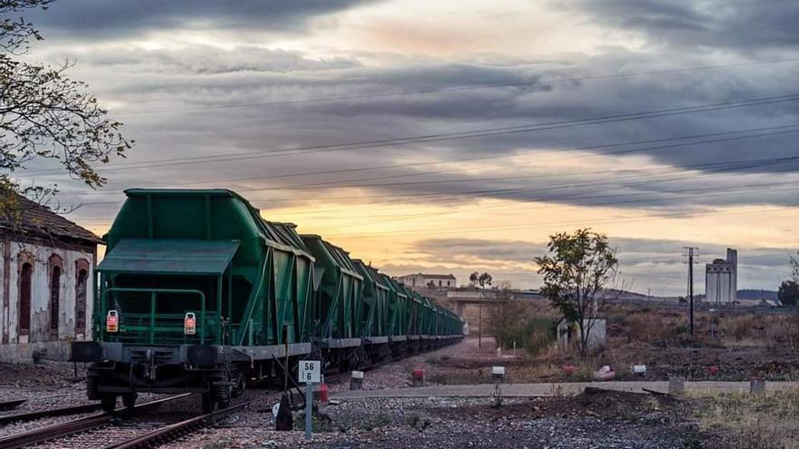El 'carbonero', el último tren que ha circulado por el Valle del Guadiato   JAVIER PASTORIZA