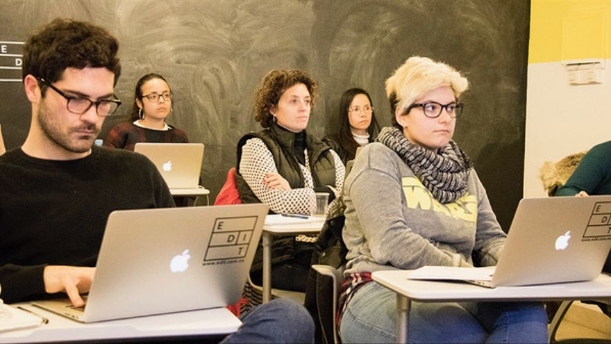 Alumnos asistiendo a una formación impartida en EDIT.