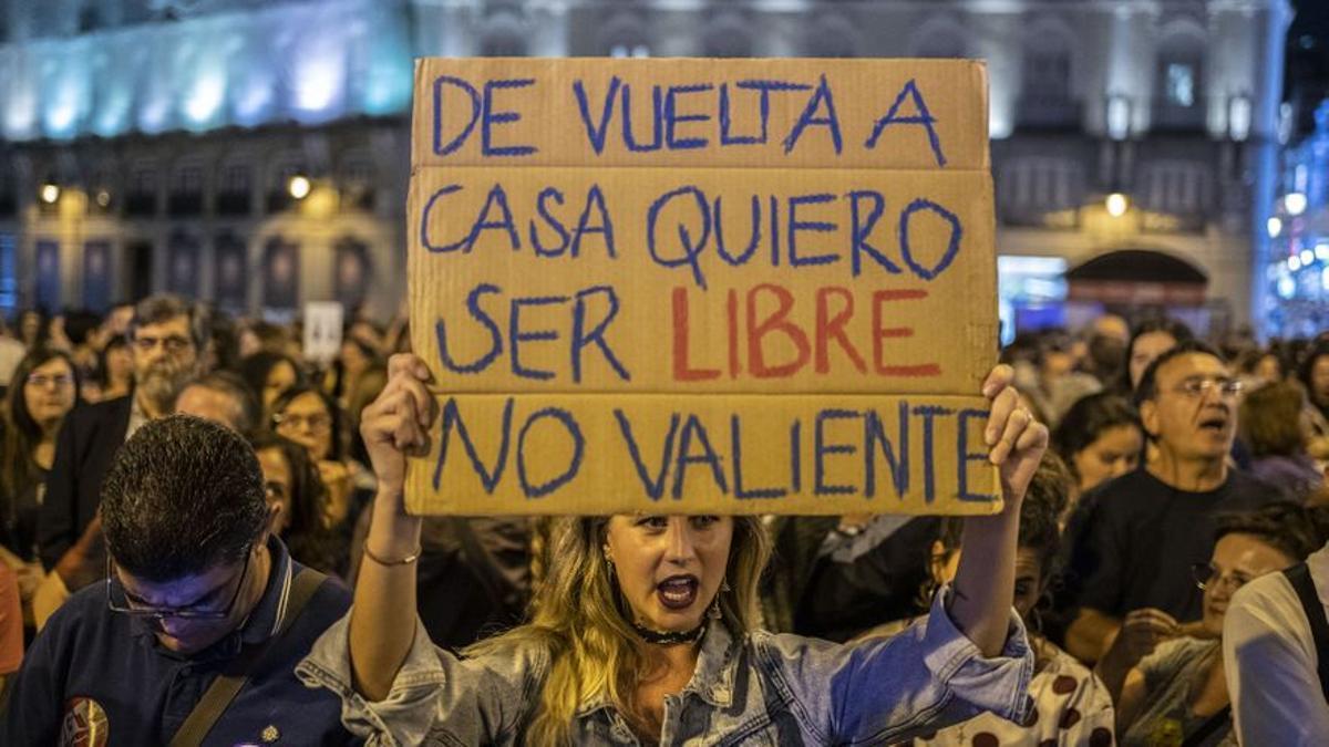 """""""De vuelta a casa quiero ser libre, no valiente"""" en la Noche Violeta de Madrid (septiembre 2019)."""