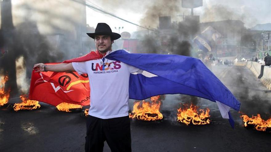 La oposición hondureña convoca a marchas y pide la pronta salida del presidente Hernández