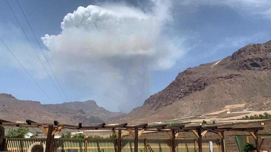 Incendio en Valleseco visto desde La Aldea de San Nicolás.