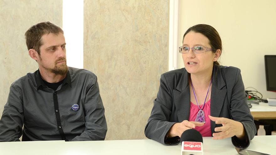 Mònica Oltra (derecha) y Florent Marcellesi, durante la rueda de prensa en Madrid