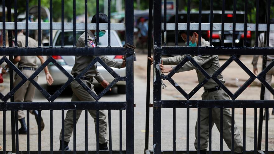 Birmania libera a seis periodistas en medio de la amnistía a presos
