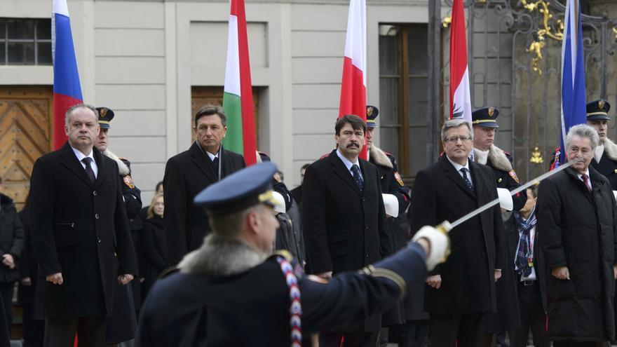 Cumbre del Grupo de Visegrado en Praga con los presidentes de Eslovaquia, Eslovenia, Hungría, Polonia, Austria y República Checa en 2014.