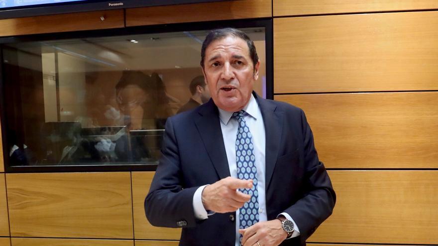El consejero de Sanidad de Castilla y León, Antonio María Sáez Aguado, al inicio del Consejo Interterritorial del Sistema Nacional de Salud esta tarde en la sede del Ministerio de Sanidad.
