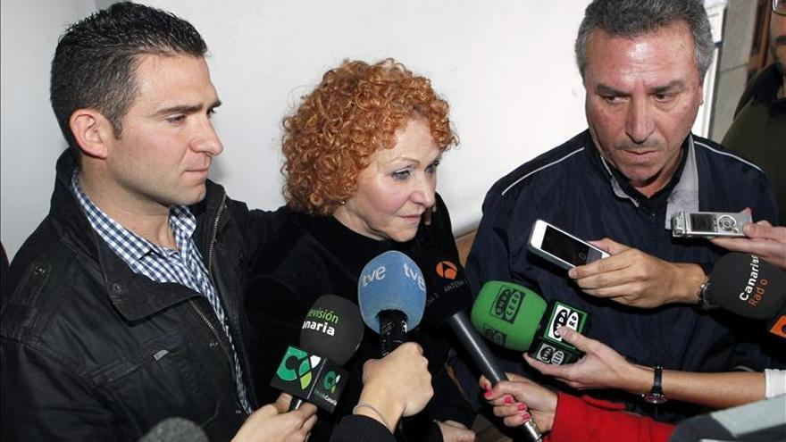 Los padres de Laura A.G., la enfermera supuestamente asesinada por envenenamiento con medicamentos por su marido. EFE/Elvira Urquijo A.