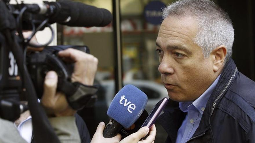 """Pere Navarro carga contra Chacón y censura la política de """"vara corta"""" de los críticos"""