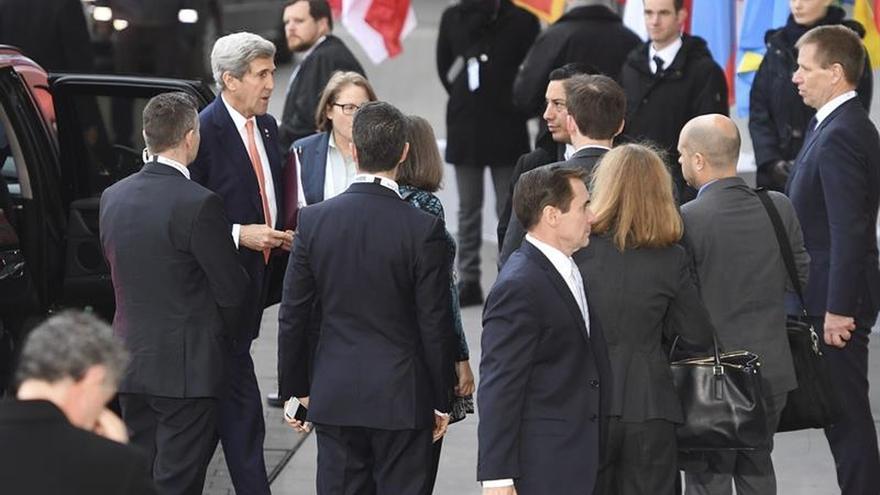 """Kerry pide defender """"constantemente"""" la democracia y los derechos humanos"""