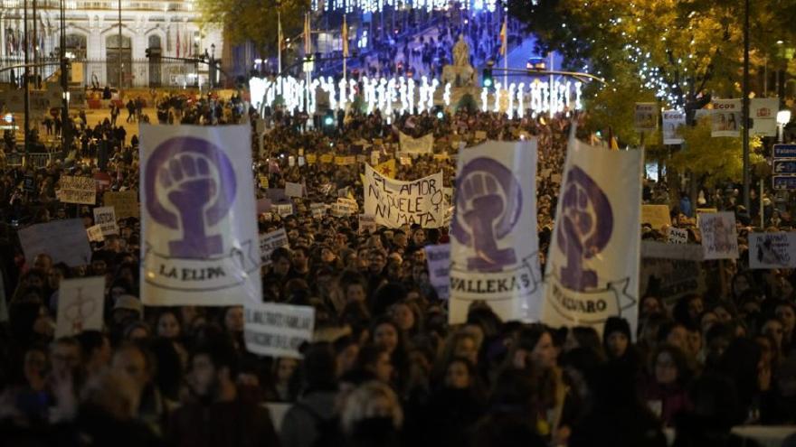Mujeres manifestándose en la marcha del 25N en Cibeles