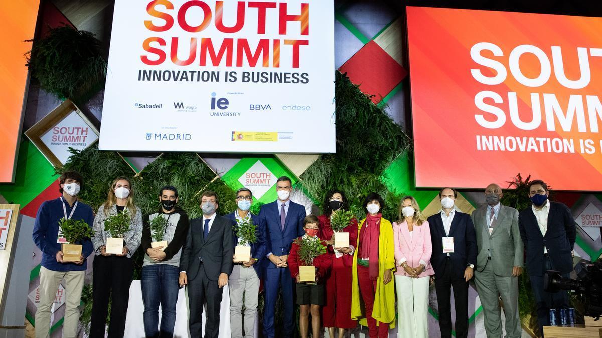 Josep Oliu, participó en el acto de clausura de South Summit junto a Pedro Sánchez, José Luís Martínez Almeida, los premiados y los global partners.