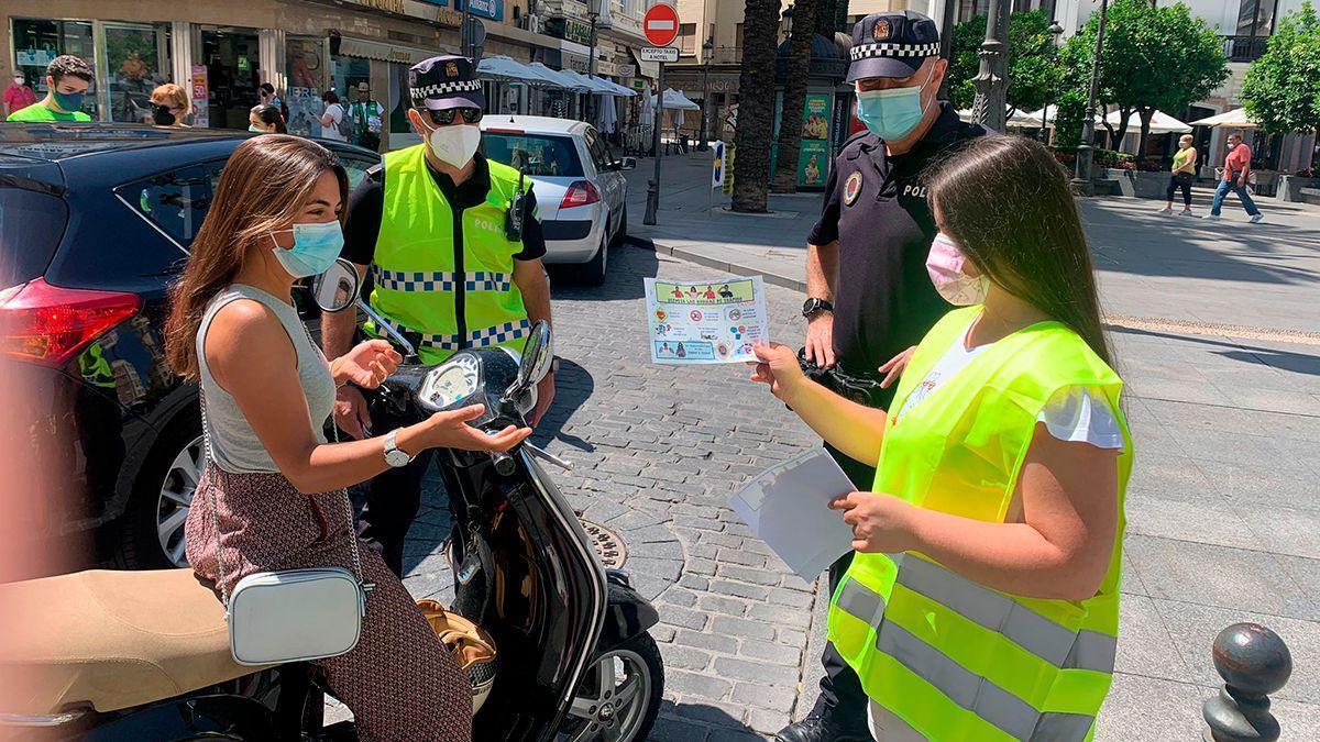 Actividad entre alumnos del IES Luis de Góngora y Policía Local sobre la Lengua de Signos.