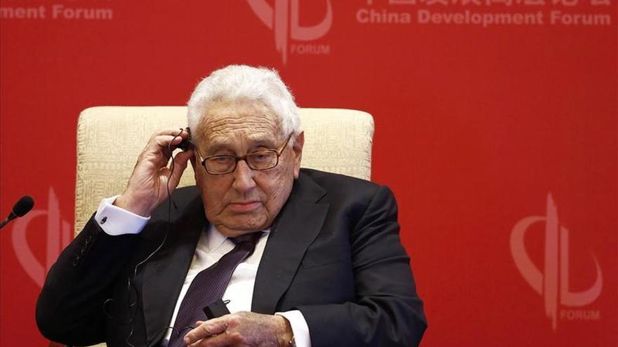"""Kissinger pide a EEUU y China """"acciones conjuntas"""" para mejorar las relaciones"""