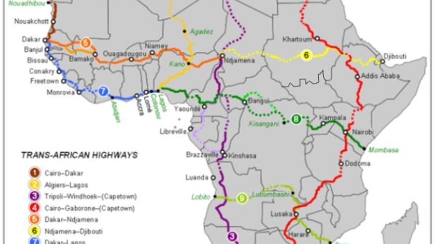 Mapa de red de autopistas africanas. La carretera transafricana número 5 conecta Dakar con Yamena. Desde Yamena, se pretende rehabilitar la carretera número seis para unir las dos costas.