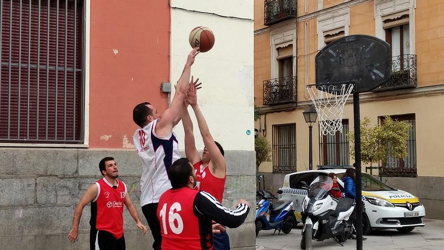 Un momento del torneo de basket 3x3 de 2017 | SOMOS MALASAÑA