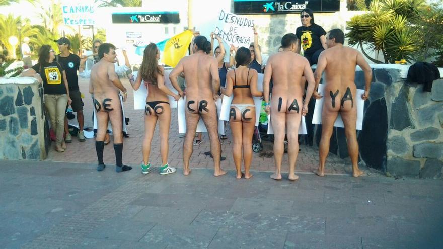 Protesta 'Desnudos de Democracia'