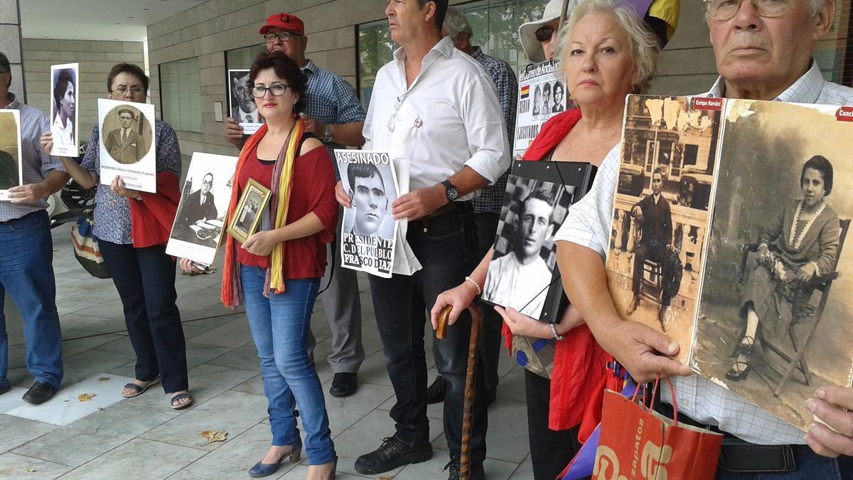 Víctimas del franquismo, antes de una reunión con el grupo de trabajo sobre desapariciones forzadas de la ONU.