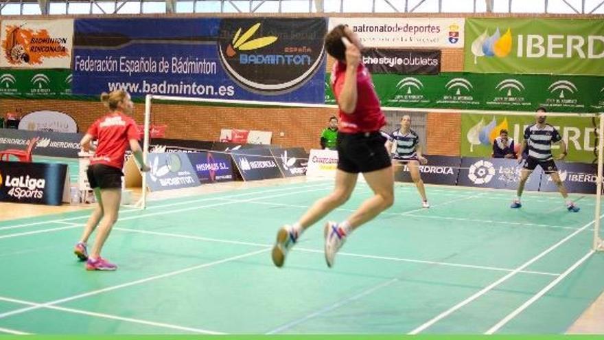 La Liga de badminton volverá a ser para el IES La Orden de Huelva tras su rotundo triunfo en La Rinconada