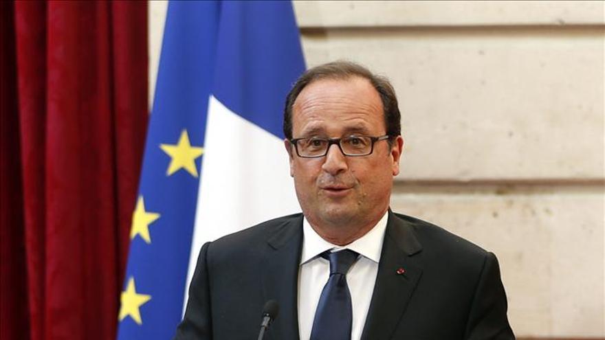 """Hollande afirma que entregaron armas a la oposición siria """"hace varios meses"""""""