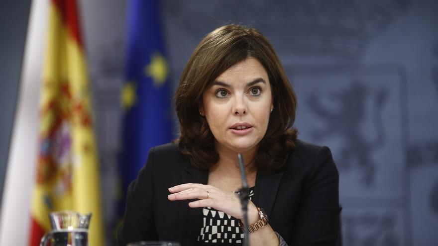 """Sáenz de Santamaría dice que para ella es """"un debate más"""" el que le enfrentará con Sánchez, Rivera e Iglesias"""