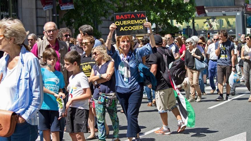 Unas 400 personas reclaman en Santander el acogimiento de refugiados