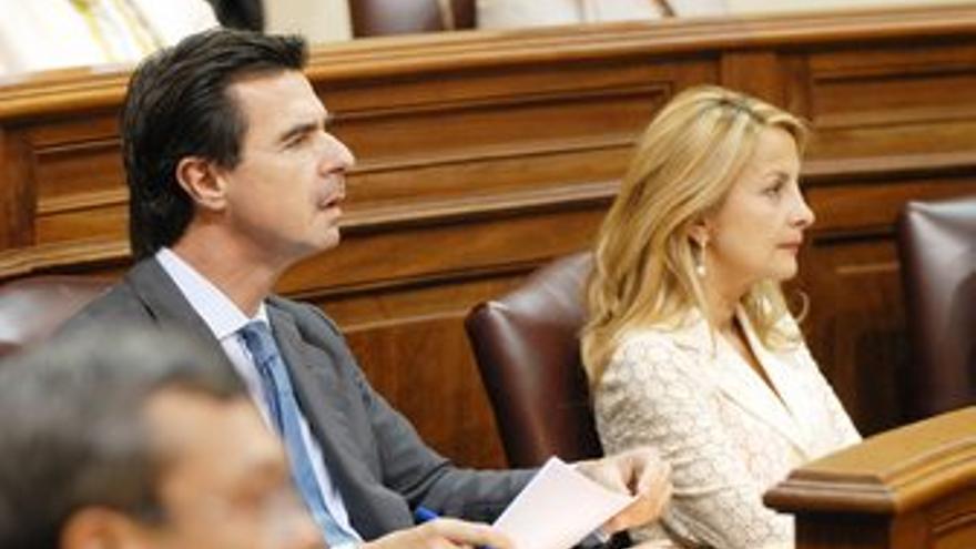 José Manuel Soria, alcalde de Las Palmas de Gran Canaria cuando se inició la modificación del Plan Especial del Canódromo y María Australia Navarro, viceconsejera de Presidencia y Justicia cuando se obvió un informe fundamental.