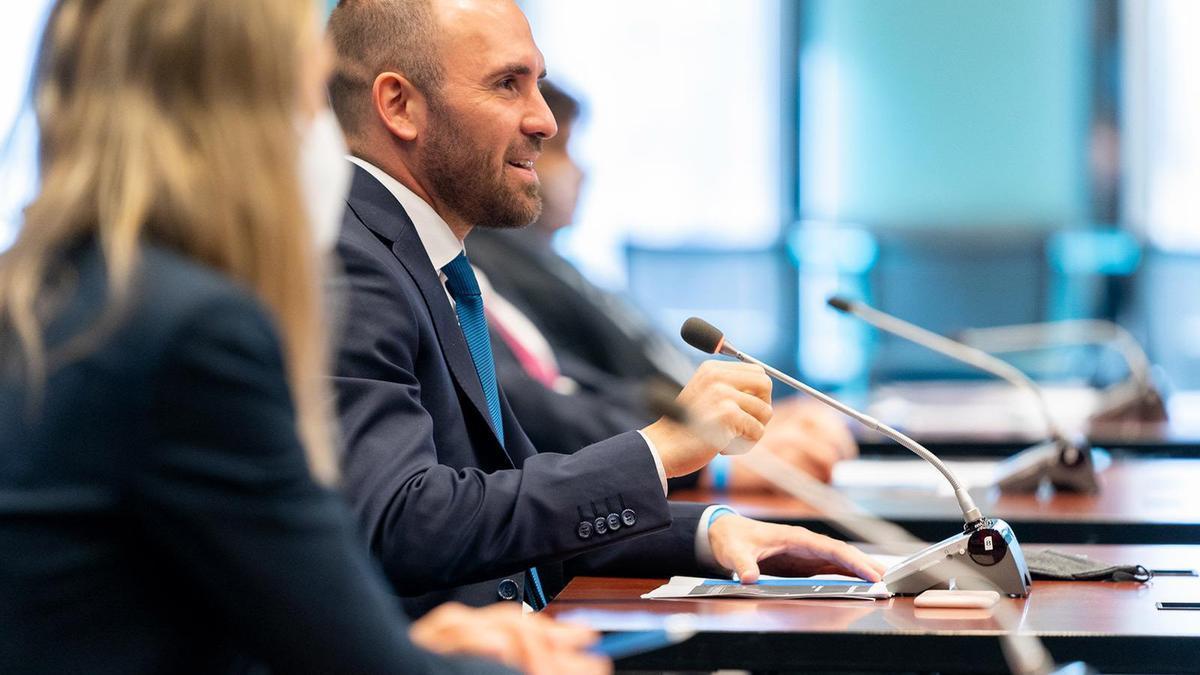 Martín Guzmán, en una reunión con autoridades del Banco Mundial.