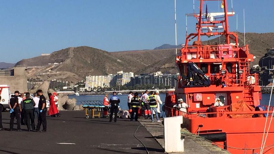 LLegada de una patera a Arguineguón rescatada por Salvamento Marítimo a 128 millas al sur de Gran Canaria