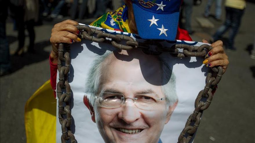 Alcalde Ledezma incriminado por teniente coronel torturado, según su abogado