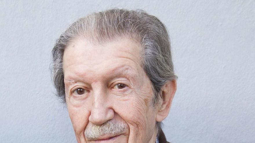Fallece a los 91 años el poeta y articulista Manuel Alcántara
