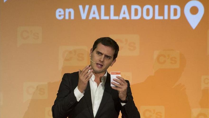 Rivera habla por teléfono con Rajoy sobre atentados en París
