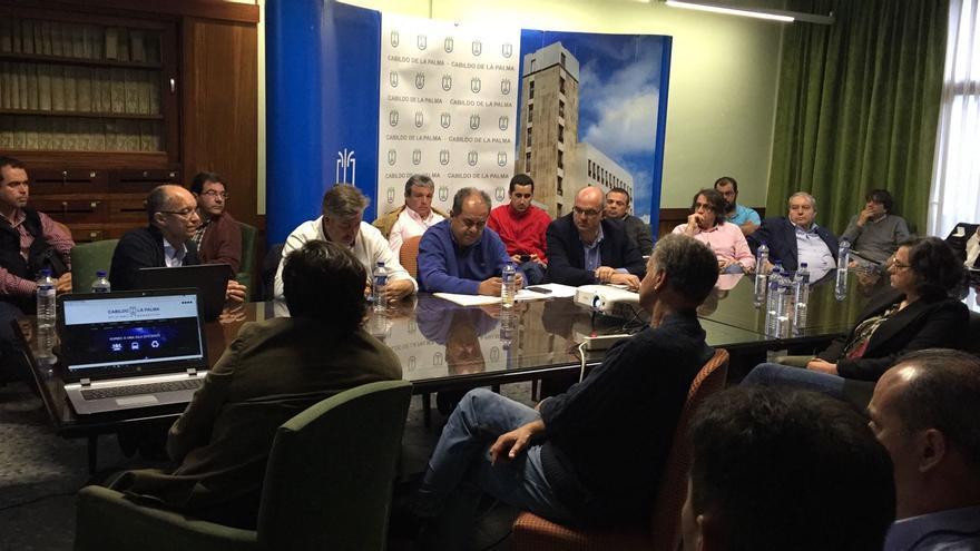 En la imagen, reunión de la Mesa por la Energía en el Cabildo.