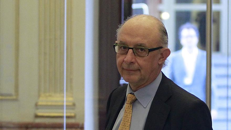 El Gobierno devolverá a los funcionarios en torno al 25% de la paga extraordinaria a principios de 2015