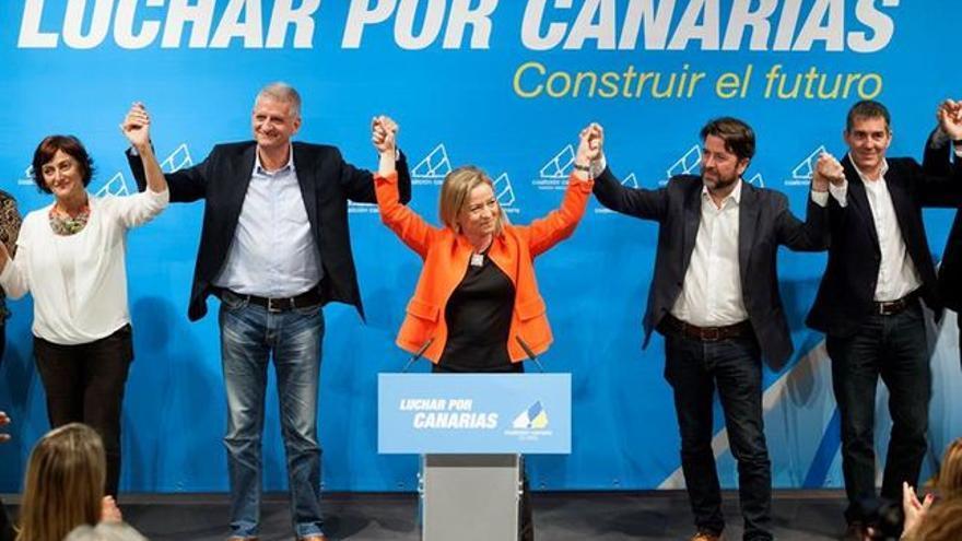 Francisco Linares (segundo por la izquierda), en un acto político de CC