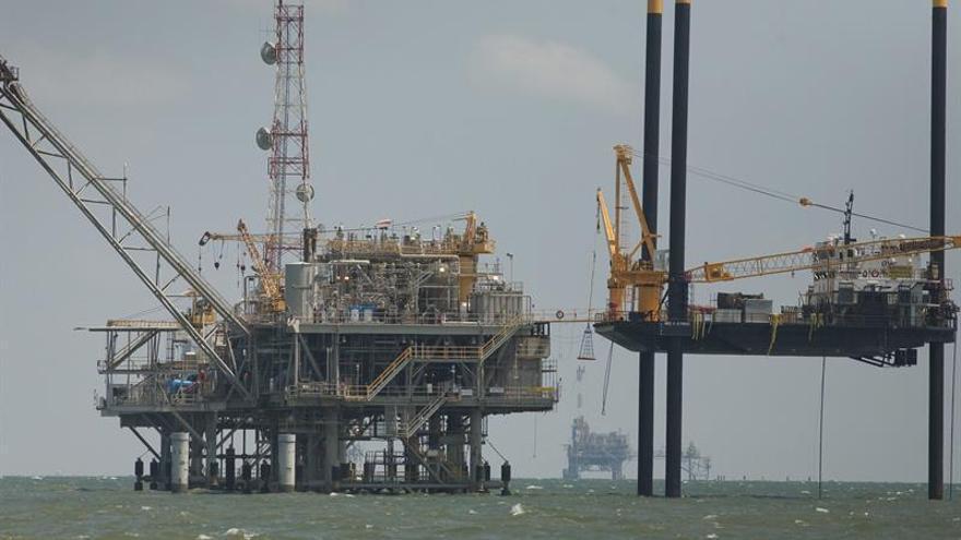 El petróleo de Texas abre con un alza del 1,61 % hasta 48,49 dólares