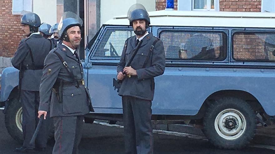 Varios 'grises' durante el rodaje de la película sobre el 3 de marzo de 1976 en Vitoria