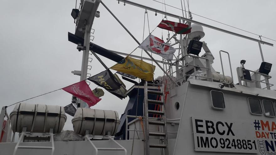 Las banderas juegan un papel importante en la vida de un barco rescatista, ya que determinan sus permisos y alianzas con otros países