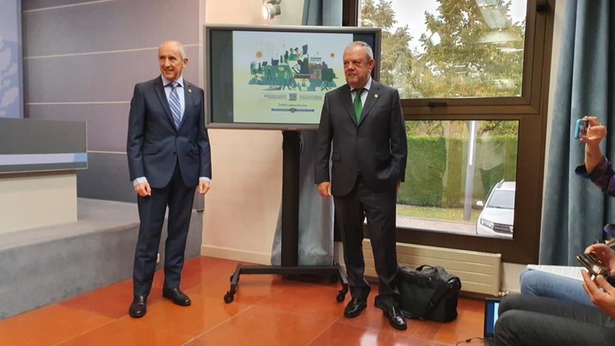 Josu Erkoreka y el consejero de Hacienda, Pedro Azpiazu, en la presentación de los presupuestos